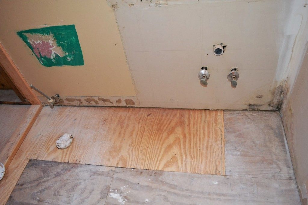 Replacing subfloor damaged by water constru gu a al d a - How to replace subfloor in bathroom ...