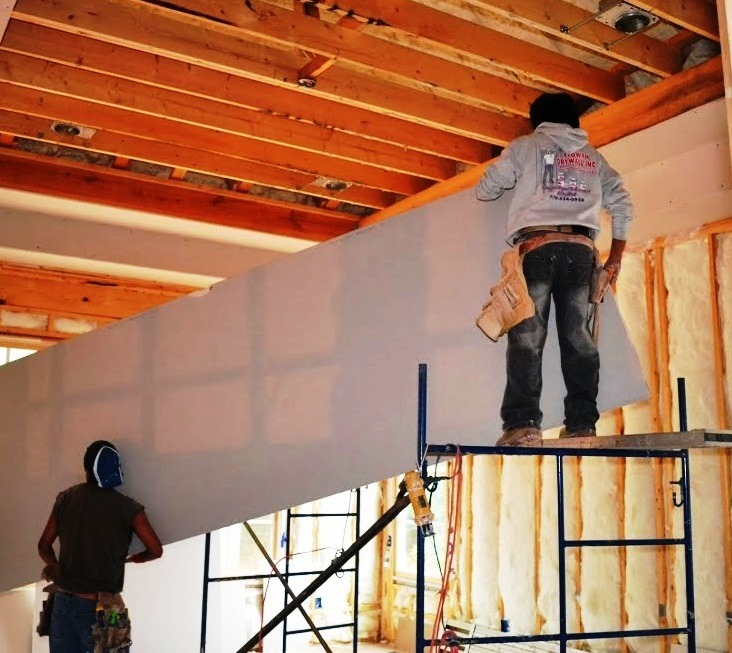 Working With Tall Ceilings: How To Install A Drywall Ceiling