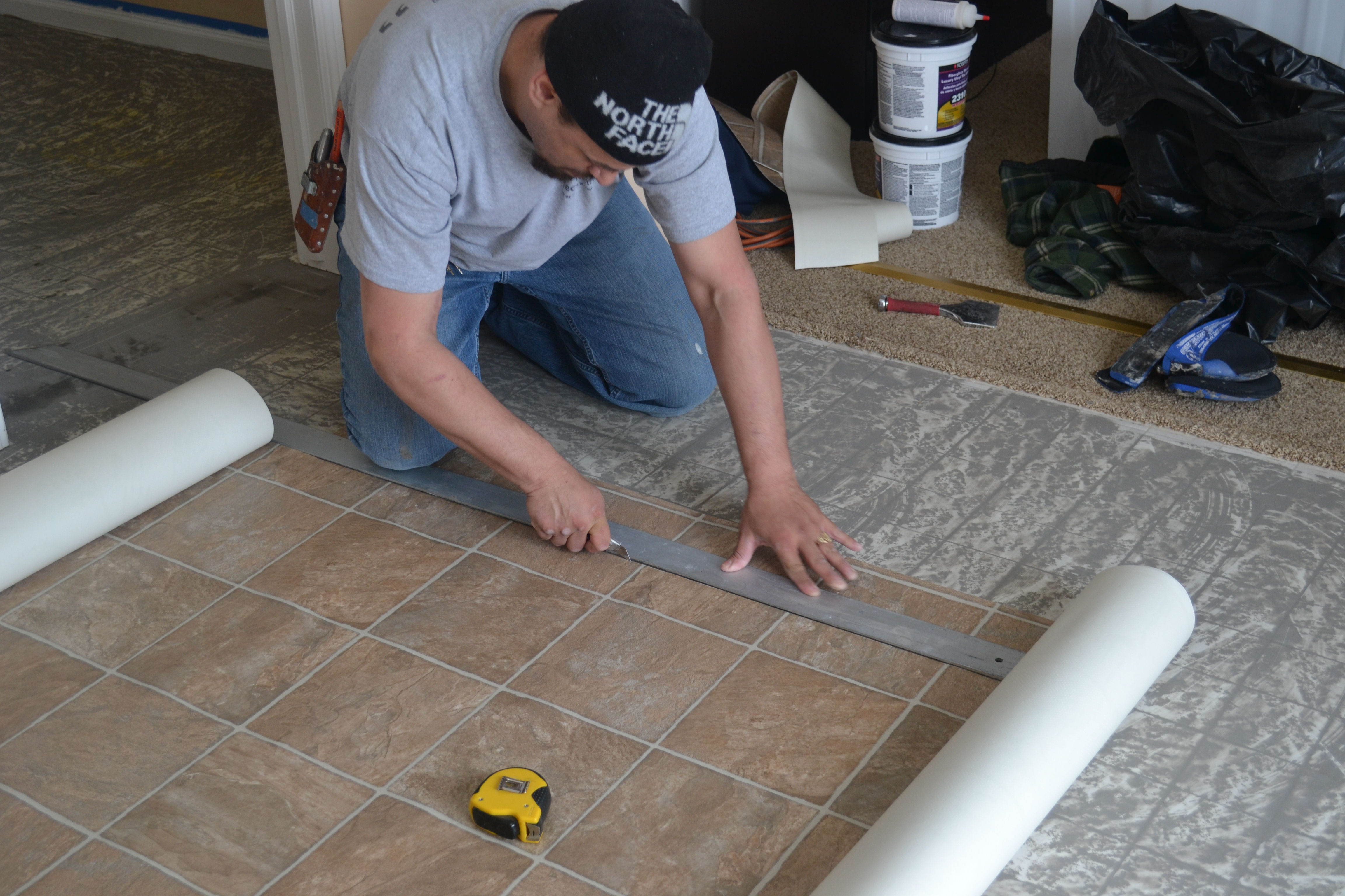 How to install vinyl flooring pro construction guide - Suelo vinilico cocina ...
