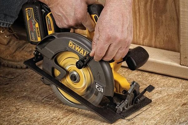 FlexVolt batteries revs up 20v tools