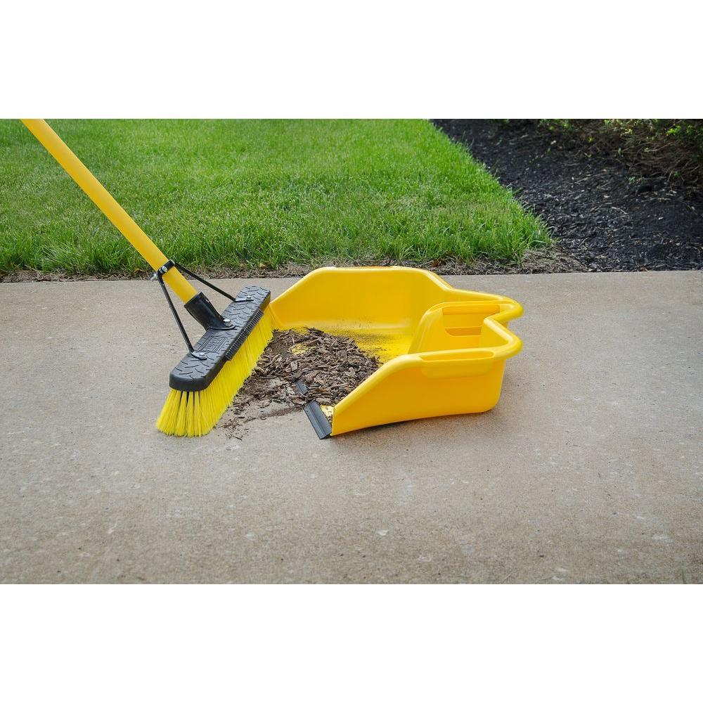 Quickie Jobsite Multi-Surface Fiberglass Push Broom-lifestyle