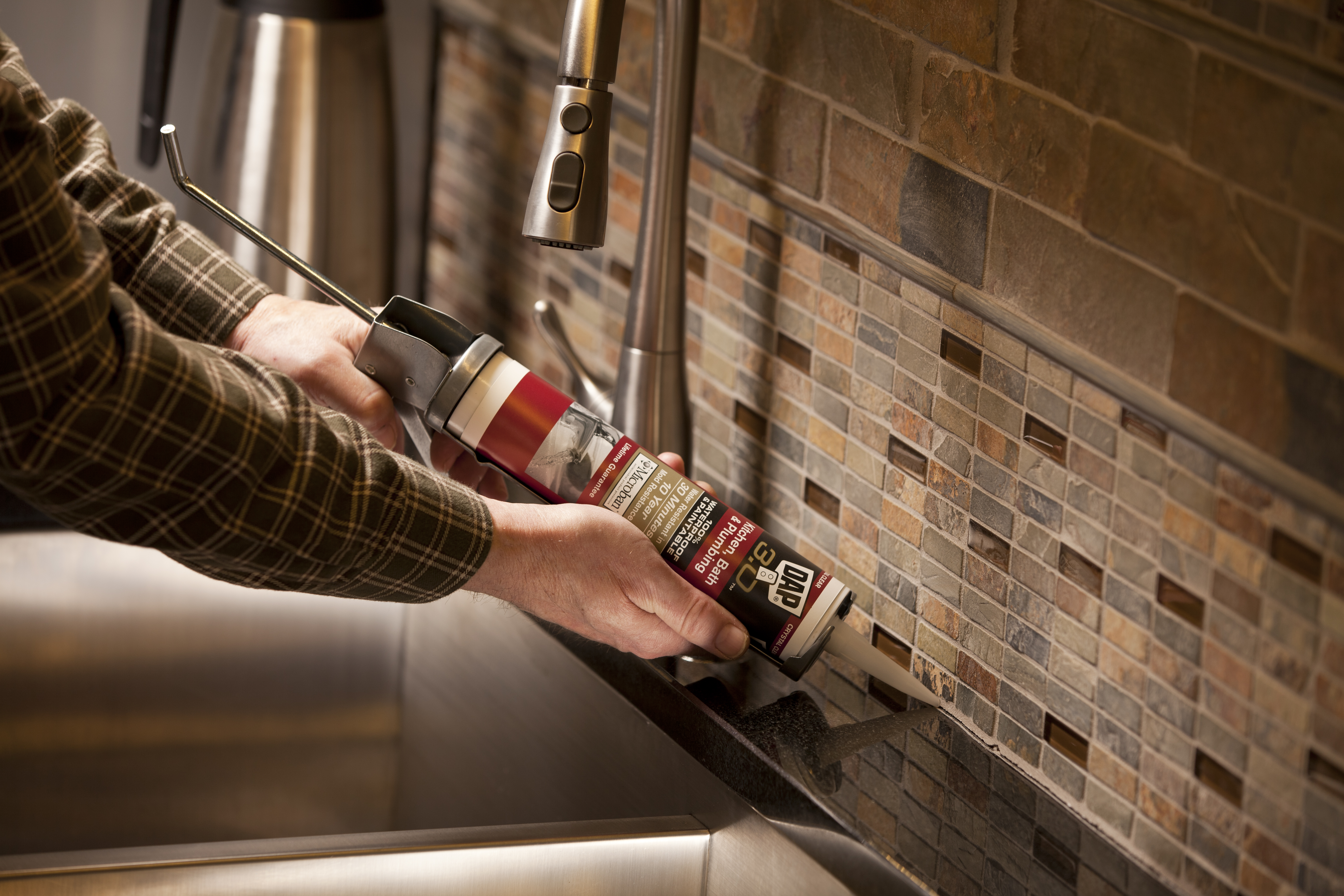 Installing A Glass Tile Backsplash Pro Construction Guide