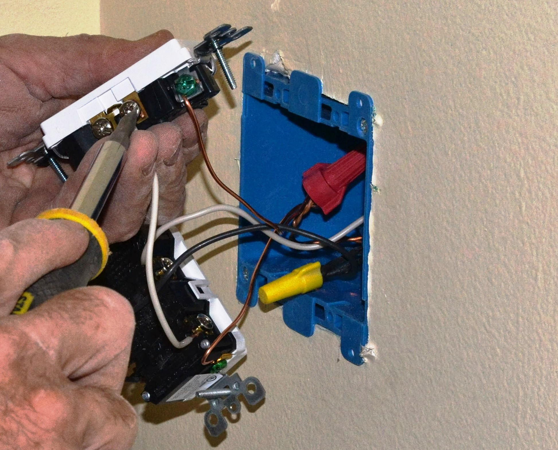 Converting A 2 Socket Outlet To 4 Sockets Pro Construction Guide Wiring Double Duplex Plug Cut Two More Pigtails