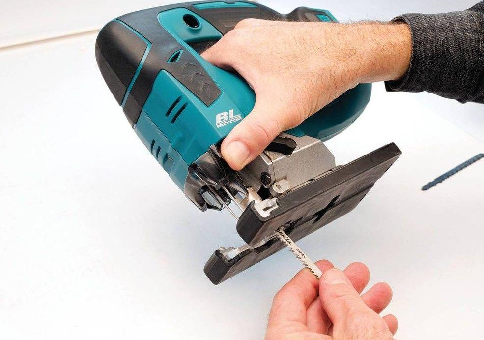 How to use a jigsaw to cut pro construction guide professional jigsaws have a toolless blade change feature greentooth Images