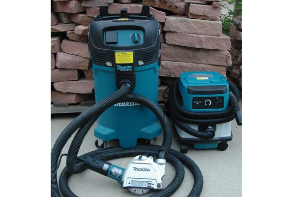 Makita – GA5040X1 grinder with shroud and XCV04Z and VC4710 vacs.